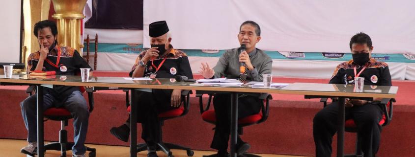 Rektor Universitas Mulia Dr Agung Sakti Pribadi SH MH saat memberikan pengarahan di depan sivitas akademika, Rabu (29/7) pagi. Foto: Biro Media Kreatif