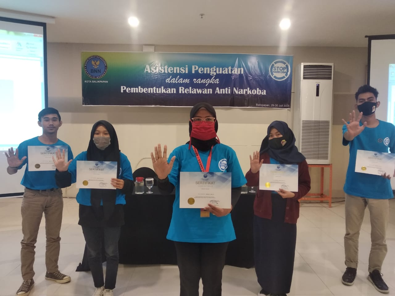 Peserta yang telah mengikuti agenda tersebut mendapatkan sertifikat sebagai bukti keikutsertaan dalam Pembentukan Relawan Anti Narkoba.