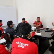 Guru-guru Airlangga Sharing pelaksanaan Pembelajaran Jarak Jauh bersama Wakil Rektor Akademik Yusuf Wibisono SE MTI di ruang kerja Rektor, Rabu (5/8). Foto: Biro Media Kreatif