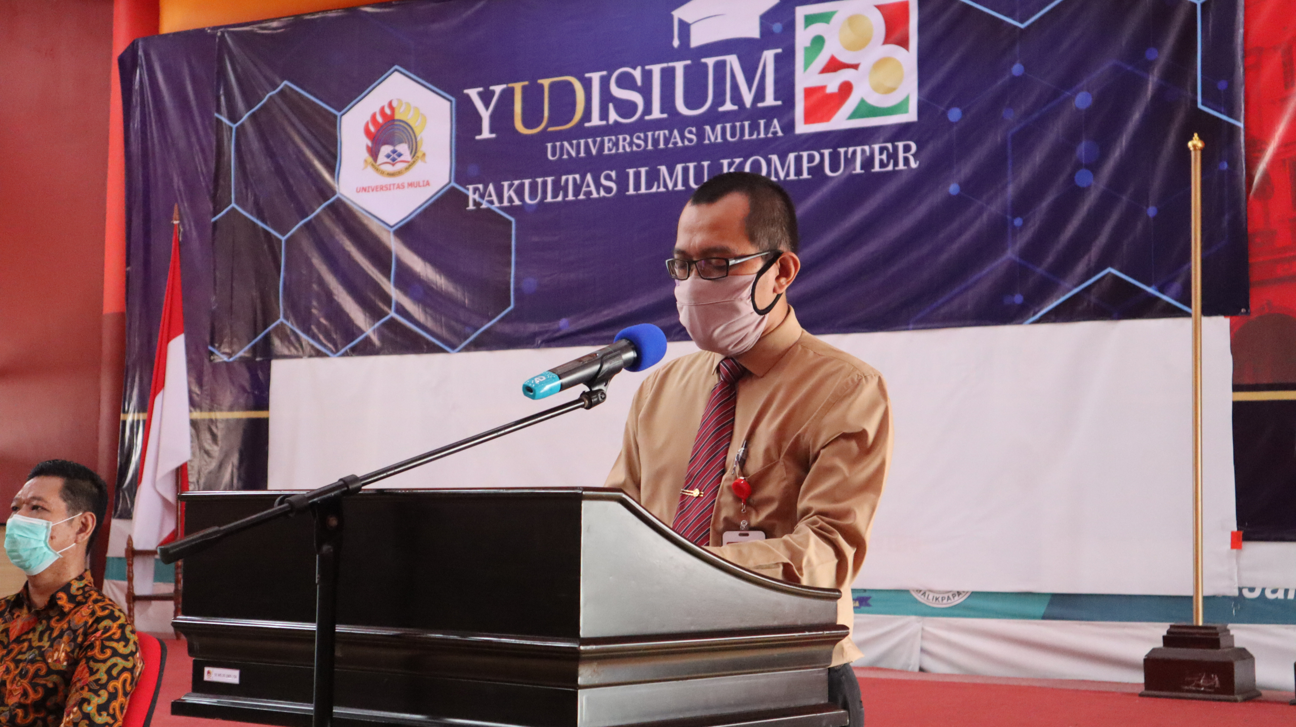 Dekan Fakultas Ilmu Komputer Bapak Wisnu Hera Pamungkas, S.T.P., M.Eng. memberikan sambutan Yudisium