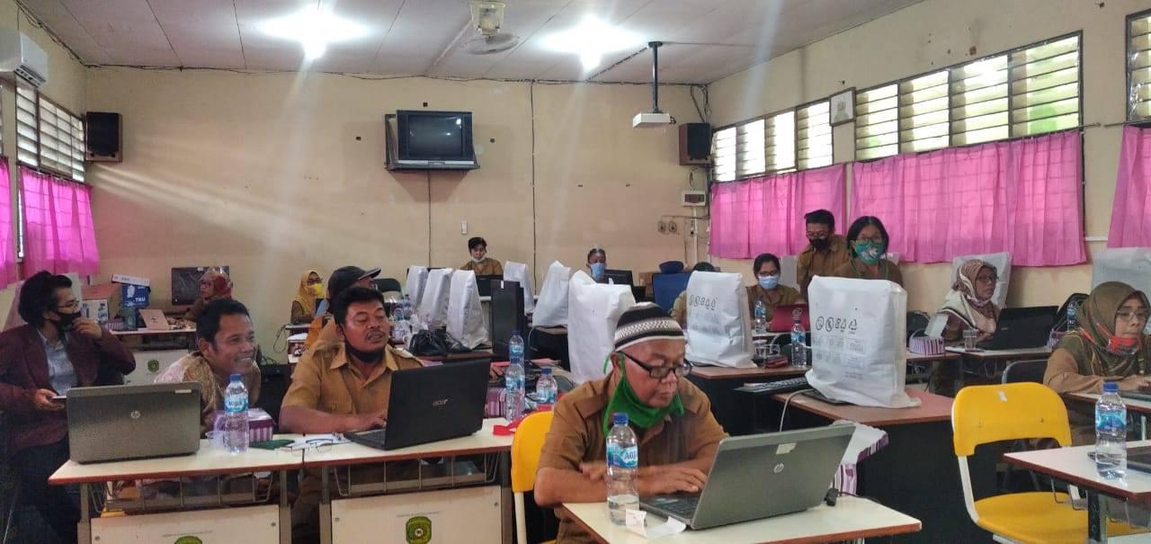 Guru-guru SMP Negeri 3 Tenggarong Seberang Kab. Kutai Kartanegara peserta Bimbingan Teknis Penerapan Pembelajaran Dalam Jaringan (daring) menggunakan Google Classroom., Senin (14/9). Foto: Istimewa