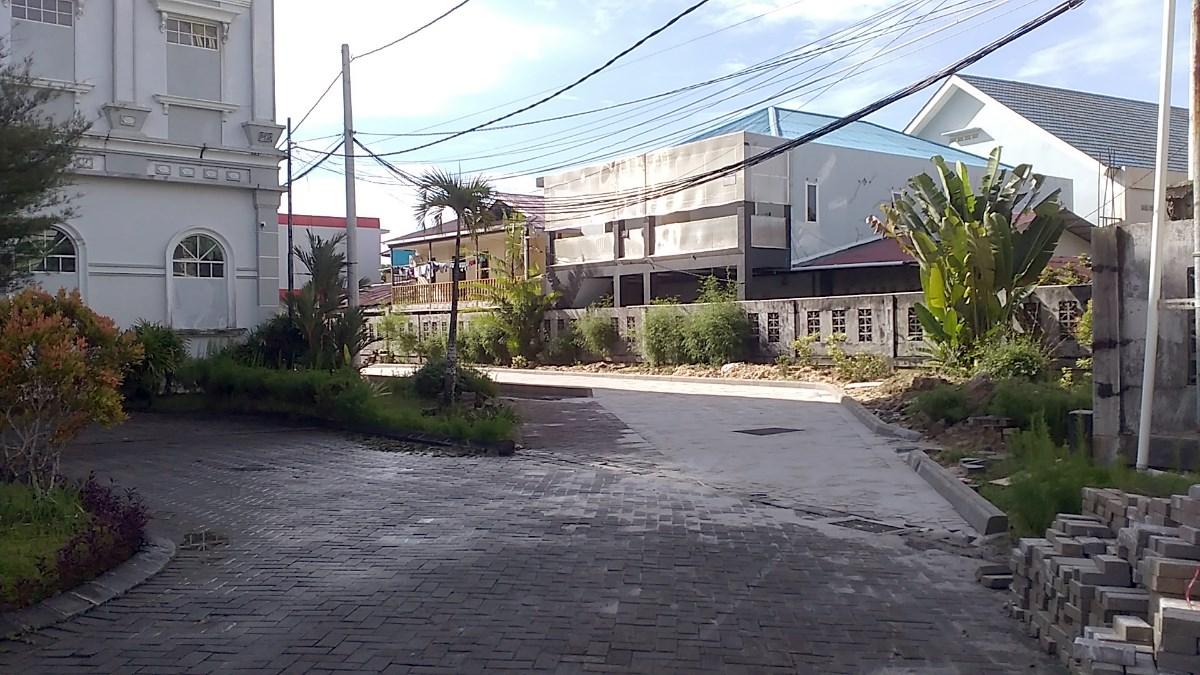Jalur keluar kampus Universitas Mulia. Foto: SA/PSI