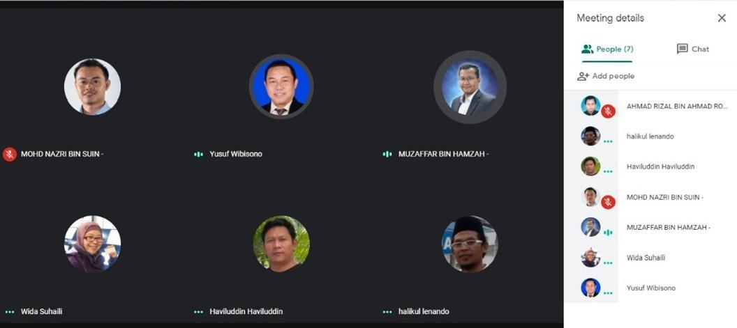 Kegiatan retreat KKIB. Presentasi university profile dilanjutkan pembahasan per section, diikuti oleh tim tiap universitas dalam jaringan (daring). Foto: Tangkapan Layar
