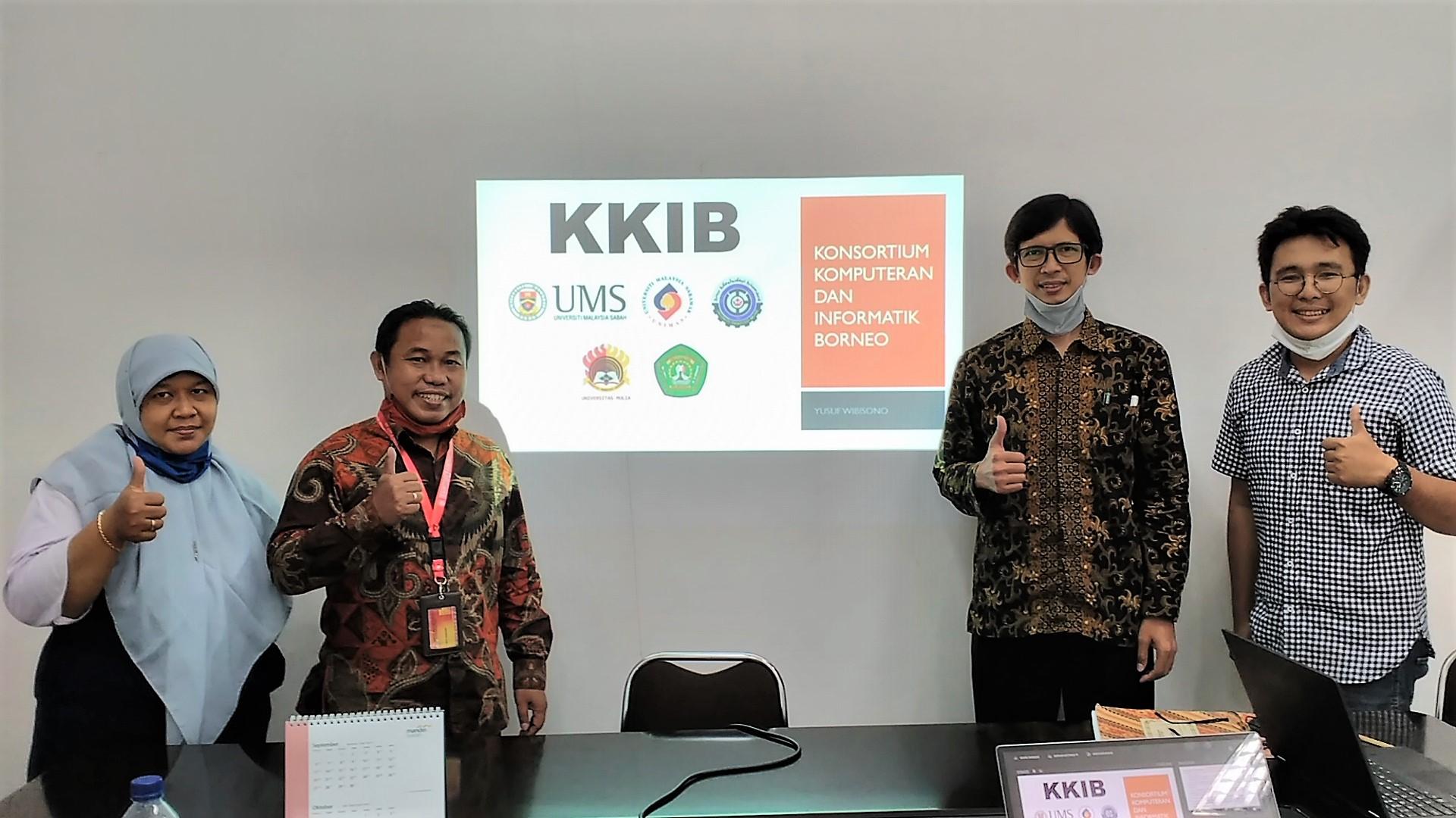 Tim Konsortium Komputeran dan Informatik Borneo Universitas Mulia yang dipimpin Wakil Rektor Bidang Akademik Yusuf Wibisono, S.E., M.T.I (dua dari kiri) usai persiapan pertemuan daring lanjutan dengan Universiti Malaysia Sabah, Kamis (24/9). Foto: PSI