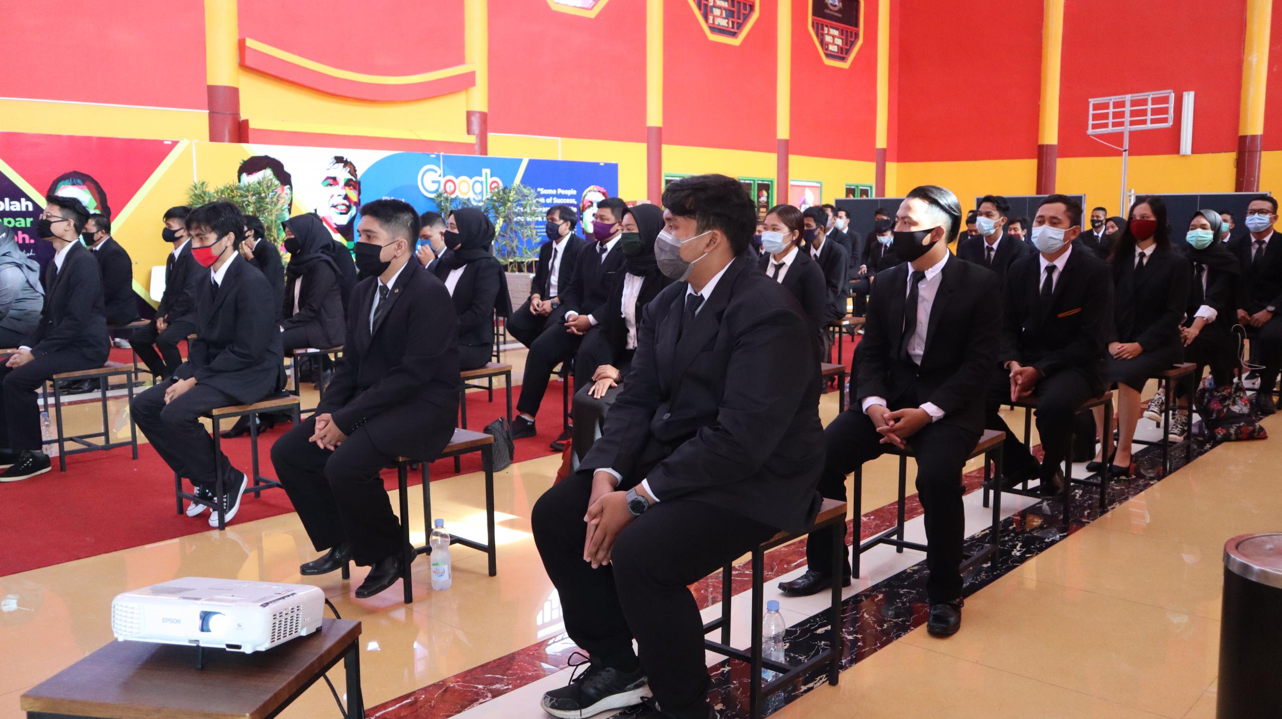 Mahasiswa FIKOM hadiri Yudisium Tahap Kedua