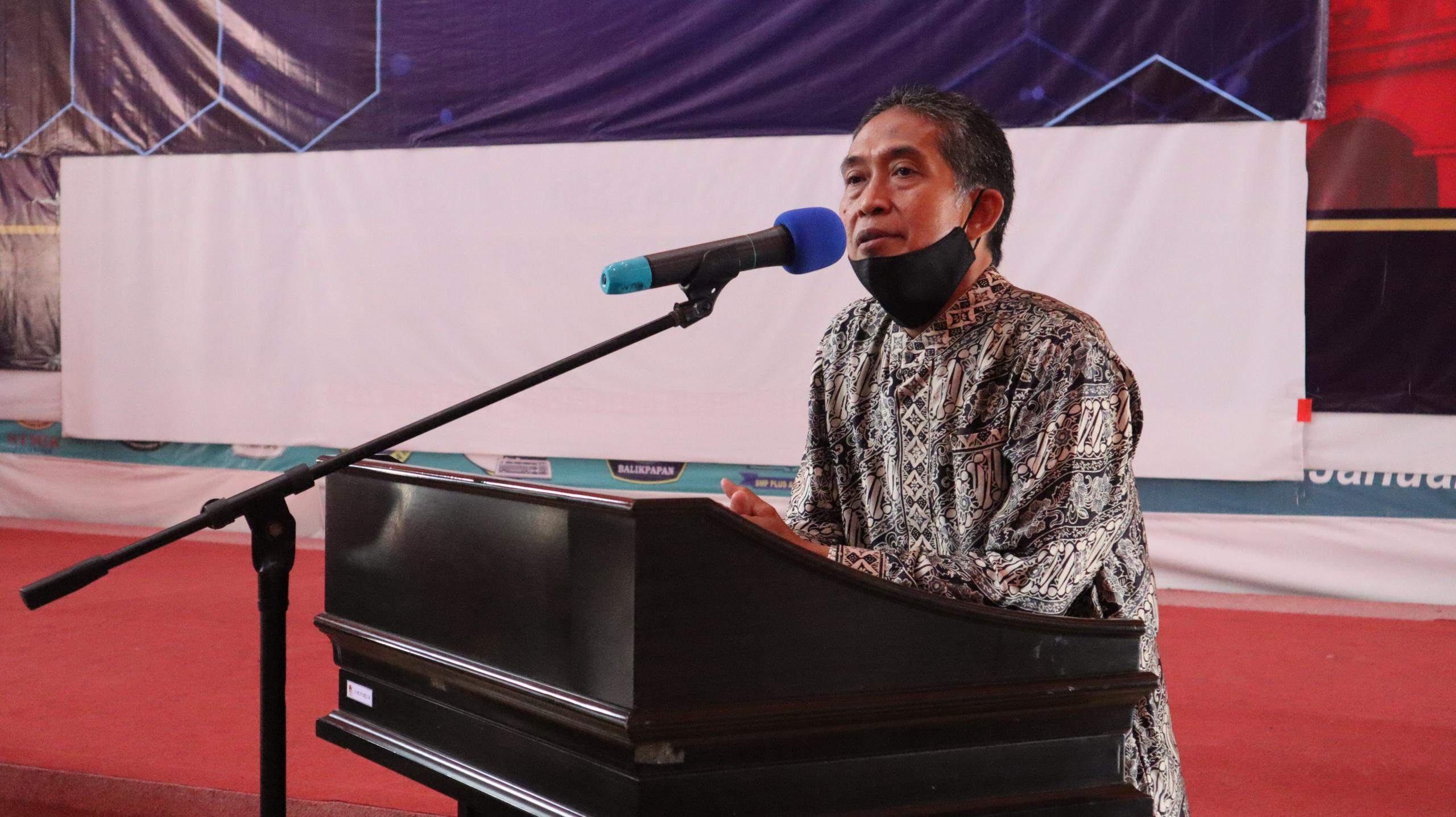 Rektor Universitas Mulia Dr. Agung Sakti Pribadi, S.H., M.H. memberikan sambutannya
