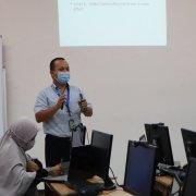 Muhammad Yani, dosen Universitas Mulia PSDKU Samarinda saat memaparkan materi. Foto: Nadya