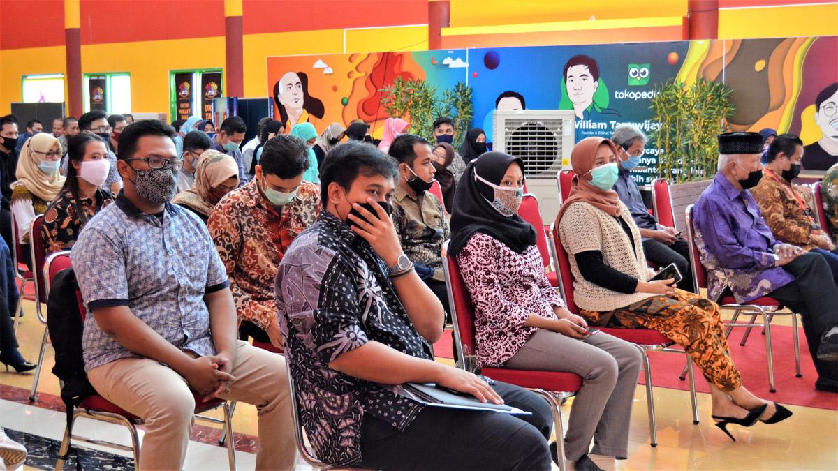 Peserta seremoni penyerahan SK pegawai di lingkungan Yayasan Airlangga, Jumat (23/10). Foto: Nadya, Biro Media Kreatif