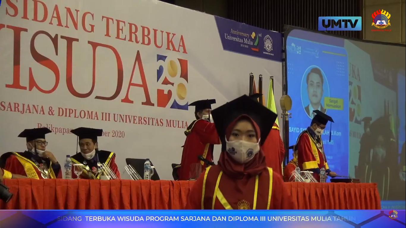 Prosesi Sidang Terbuka dan Wisuda Sarjana dan Diploma ke-II Universitas Mulia dengan protokol kesehatan dan peserta wajib test rapid, Sabtu (31/10). Foto: YouTube