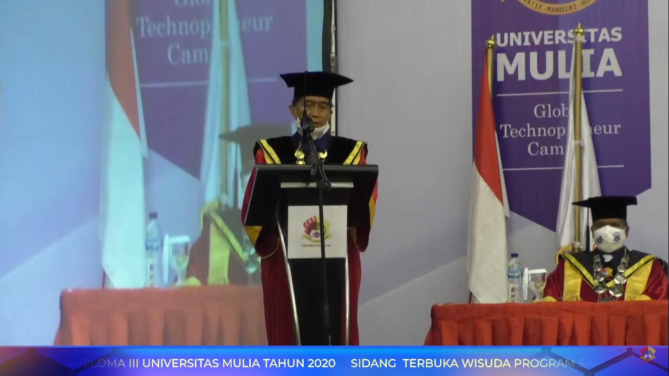 Rektor Dr. H. Agung Sakti Pribadi, S.H., M.H., saat memberikan sambutan dalam Sidang Terbuka dan Wisuda Sarjana dan Diploma ke-II Universitas Mulia, Sabtu (31/10). Foto: YouTube
