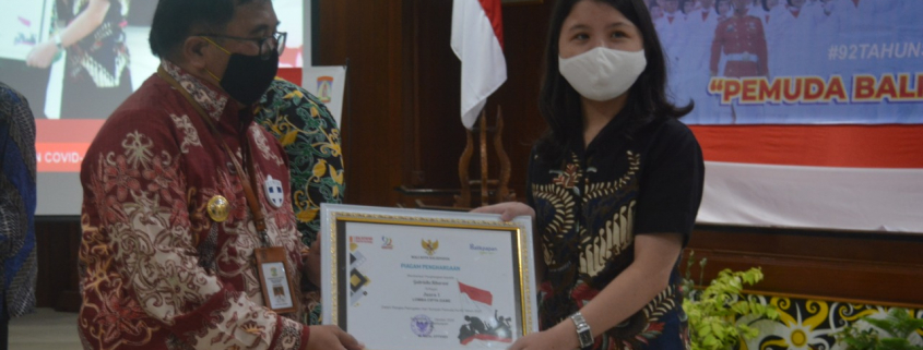 Gabriella Sibarani Terima Penghargaan dari Walikota Balikpapan