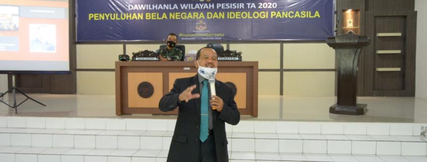 Drs. Suprijadi, M.Pd. saat memberikan penyuluhan Bela Negara dan Ideologi Pancasila di Lanal Balikpapan, Senin (2/11). Foto: Istimewa