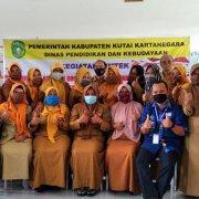 Foto bersama peserta Bimbingan Teknis menggunakan Google Classroom untuk pembelajaran Daring di SDN 003 Tenggarong Seberang Kab. Kutai Kartanegara., Senin (2-3/11). Foto: Istimewa