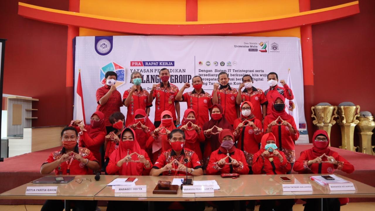 Foto bersama Panitia Raker 2020 dengan Pengurus Yayasan Airlangga. Foto: Biro Media Kreatif