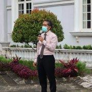 Rektor Dr. Agung Sakti Pribadi, S.H., M.H. saat memberikan pengarahan dalam Apel Pagi, Senin (25/1). Foto: Media Kreatif