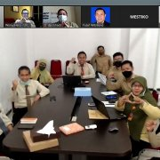 Kick-off Meeting Lentera LMS Airlangga, Senin (1/2). Foto: Zoom Meeting