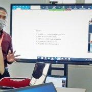 Manager Pendidikan Yayasan Airlangga Dr. Agung Sakti Pribadi, S.H., M.H. saat memimpin rapat e-Kinerja di Universitas Mulia, Selasa (2/2). Foto: Mundzir