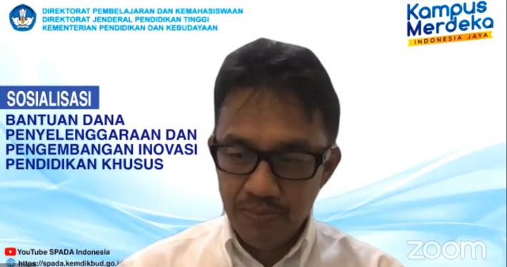 Prof. Aris Junaidi Direktur Direktorat Pembelajaran dan Kemahasiswaan Ditjen Dikti Kemdikbud RI saat mengawali sambutan. Foto: Tangkapan layar