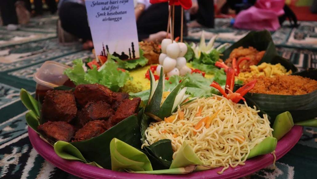 Salah satu tumpeng nasi kuning dari SMK Kesehatan Airlangga Balikpapan. Foto: Media Kreatif