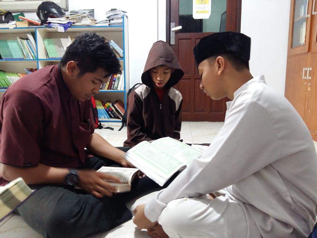 Aditya Gustiawan Putra saat menjadi Guru Pendamping di Sekolah Luqman Al Hakim.