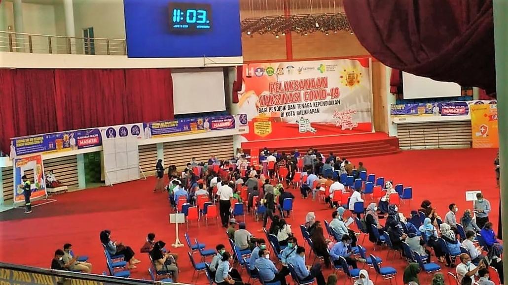 Pelaksanaan Vaksinasi Covid-19 oleh Pemerintah Kota Balikpapan di Dome Balikpapan Sport Center, Rabu (9/6). Foto: PSI