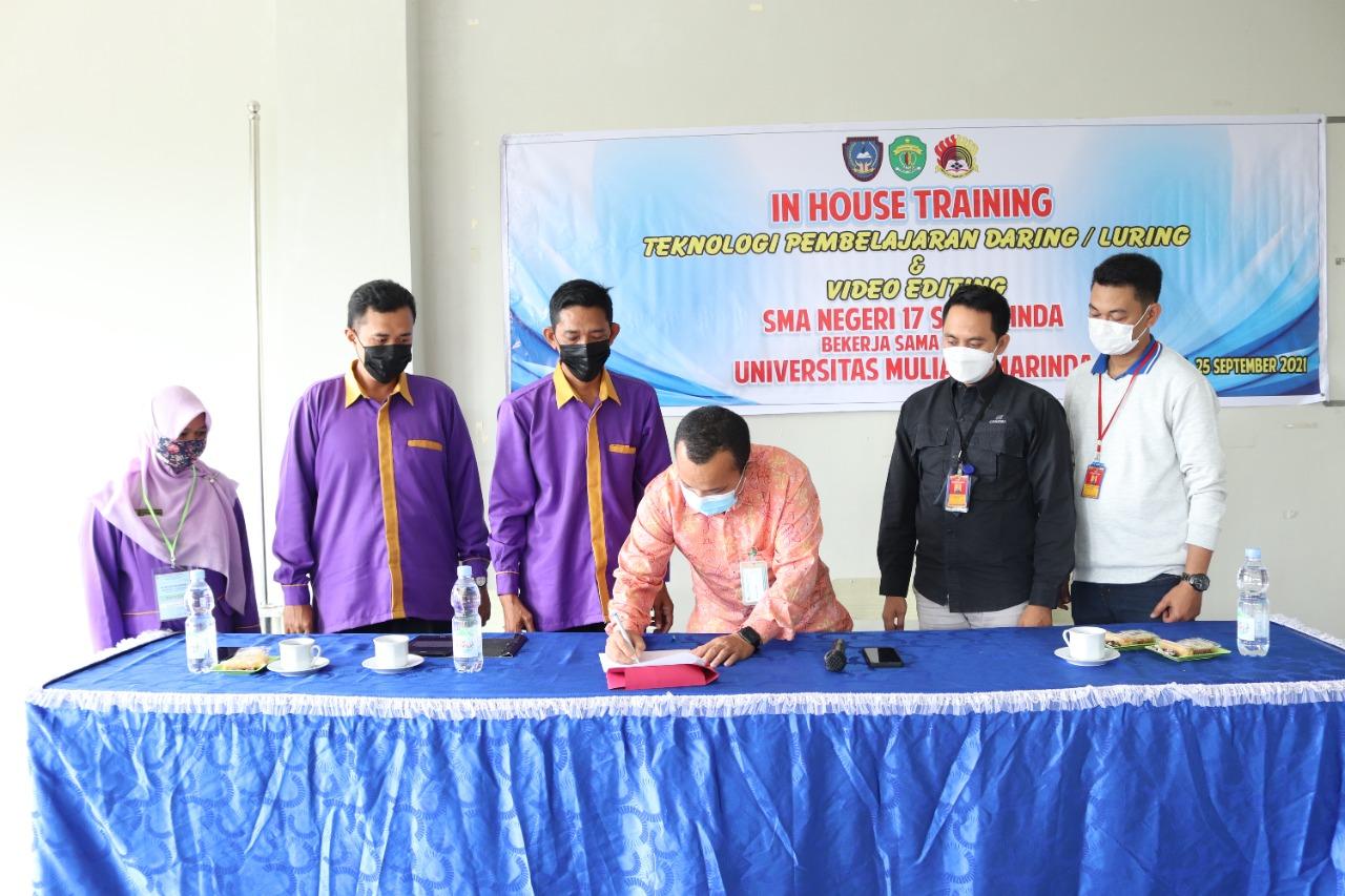 Penandatanganan MoU oleh Kepala Kantor PSDKU Kampus Samarinda Muhammad Yani dengan Kepala Sekolah SMA Negeri 17 Samarinda