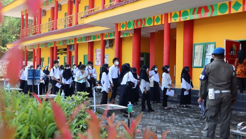 Peserta Seleksi Penerimaan Calon Aparatur Sipil Negara yang berlangsung di Universitas Mulia, Sabtu (18/9). Foto: Media Kreatif