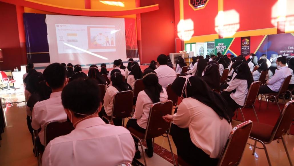 Peserta Seleksi Penerimaan CASN mendapatkan pengarahan sebelum ujian SKD, Sabtu (18/9). Foto: Media Kreatif