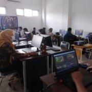 Dokumentasi PSDKU Kampus Samarinda saat memberikan Pelatihan Web Design dan Video Editing bagi para guru dan siswa SMA Negeri 11